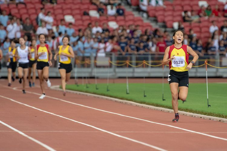 Vera Wah (#528) of HCI kept a constant lead to finish first in the A Division Girls' 1500m final with a time of 05:11.59.