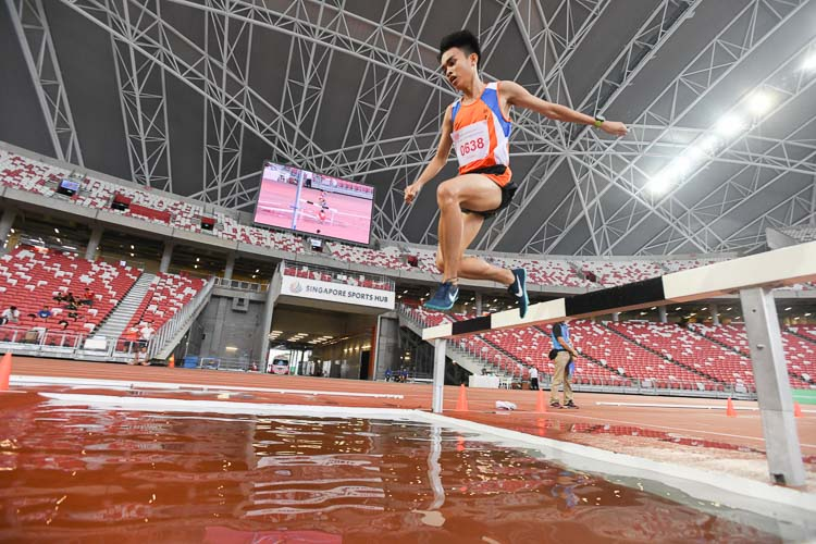 Loh Wei Long of Yuan Ching Secondary School on his way to winning the 2000m Steeplechase final. (Photo 1 © Stefanus Ian)