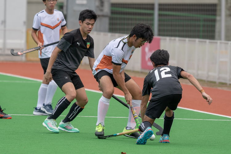 An ASRJC player accidentally steps on Joash Tan's (RI #12) stick.