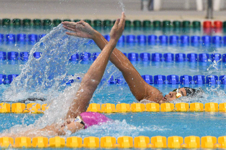 ACS(I)'s Zachary Tan (black cap) clinched gold in the B Division boys' 200m Backstroke final with a time of 2:14.90. (Photo 18 © Iman Hashim/Red Sports)