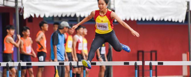 Amanda Ashley Woo of Hwa Chong Institution stopped the clock first in the A Division girls' 400m hurdles final with a time of 1:05.96. Her timing is fourth-fastest in the division's all-time list. (Photo 4 © Iman Hashim/Red Sports)