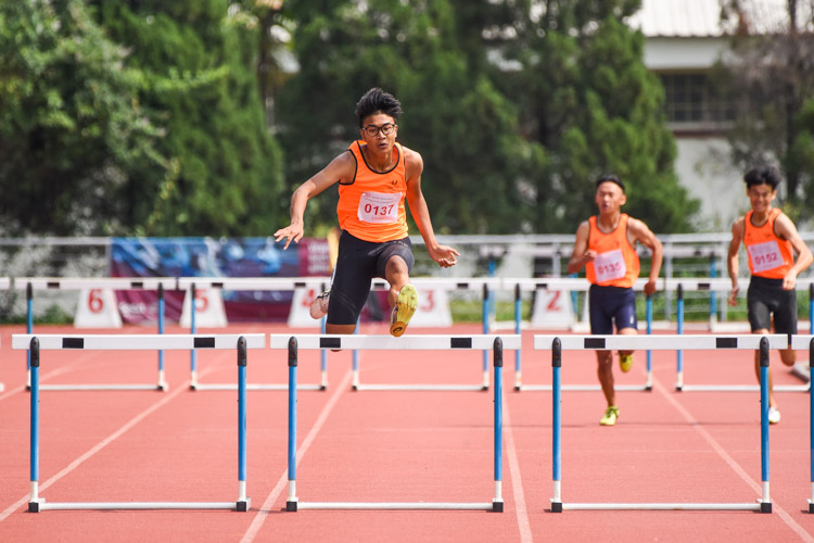 Irsyad B Mohammad Said (#137) of SSP clears the final hurdle before crossing the finish line first in the B Division boys' 400m hurdles final with a time of 57.09s. (Photo 1 © Iman Hashim/Red Sports)