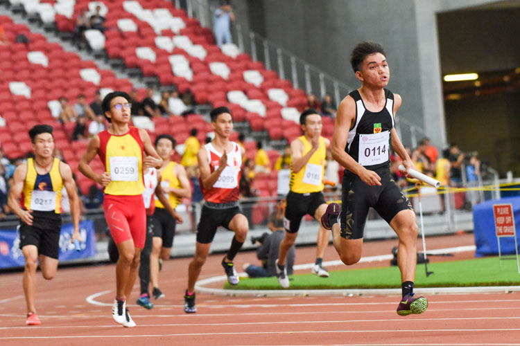 RI's Joshua Timothy D'cruz (#114) runs the anchor leg in the A Division boys' 4x100m relay. HCI and RI finished in first and second respectively. (Photo 1 © Iman Hashim/Red Sports)