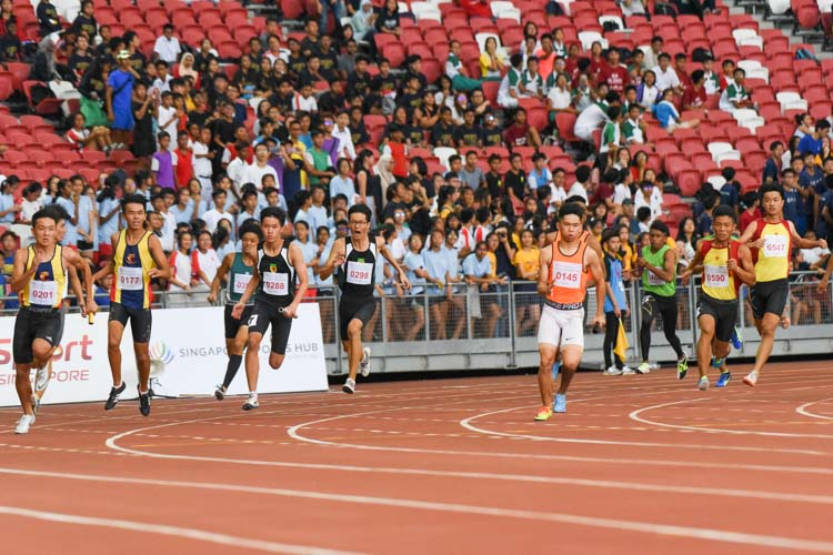 ACS(I)'s Mark Lee, RI's Ho Zhe Xi, SSP's Nicholas Teo and HCI's Zeen Chia receive the baton for the anchor leg in the B Division boys' 4x100m relay. (Photo 1 © Iman Hashim/Red Sports)
