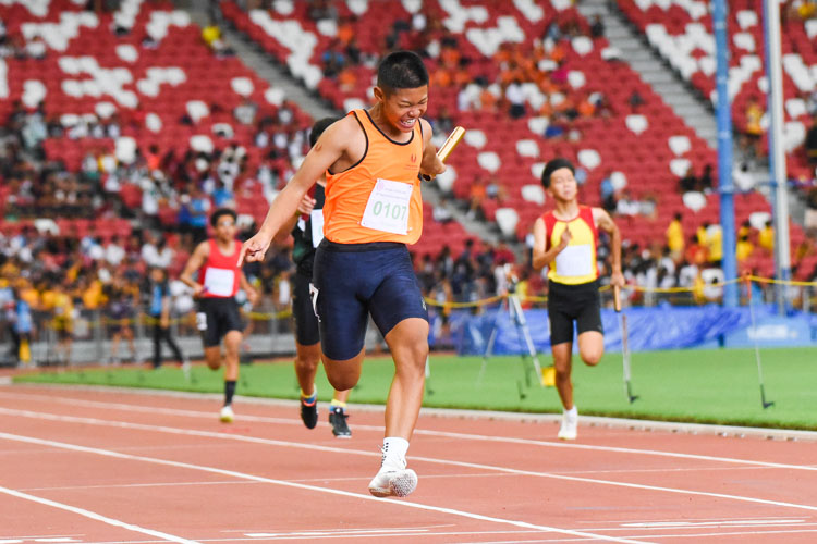 Mohamad Afzal (#107) anchoring Singapore Sports School to the C Division boys' 4x100m relay gold. (Photo 1 © Iman Hashim/Red Sports)