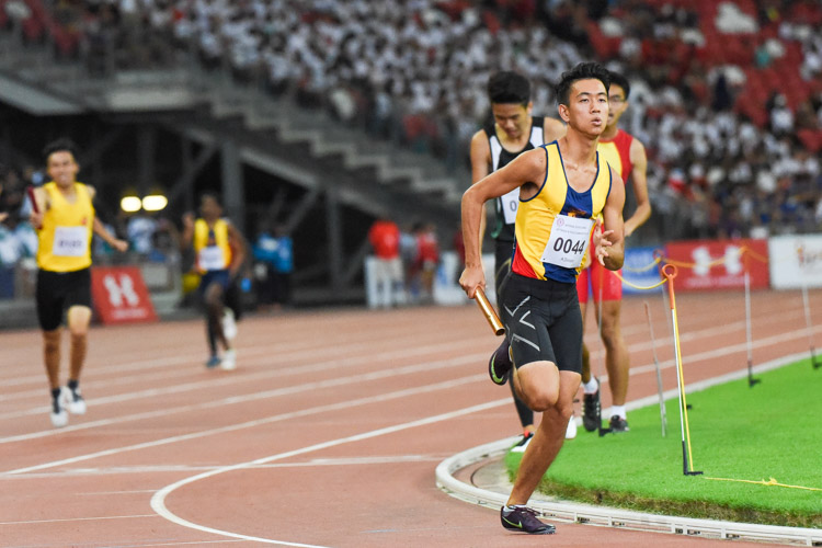 Chen Jinghao (#44) starts the third leg for ACS(I) in the A Division boys' 4x400m relay. (Photo 1 © Iman Hashim/Red Sports)