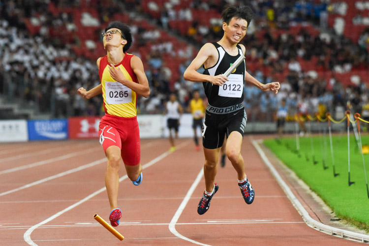 RI's Marcus Tan (#122) pips HCI's Sin Ming Wei (#265) to the finish line by 0.02s, clinching the A Division boys' 4x400m relay gold for RI in 3:27.94 against HCI's 3:27.96. (Photo 1 © Iman Hashim/Red Sports)