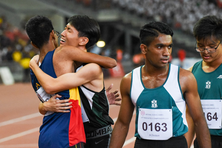 RI's Marcus Tan embracing his other competitors after the race. (Photo 1 © Iman Hashim/Red Sports)