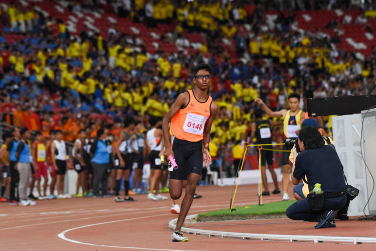 Raam Kumar Muthukumaran (#148) anchors SSP in the B Division boys' 4x400m relay. His team finished in first place. (Photo 1 © Iman Hashim/Red Sports)