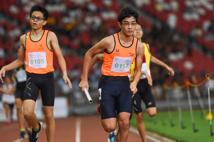 Zach Chia (#113) runs the anchor leg for SSP in the C Division boys' 4x400m relay. (Photo 1 © Iman Hashim/Red Sports)