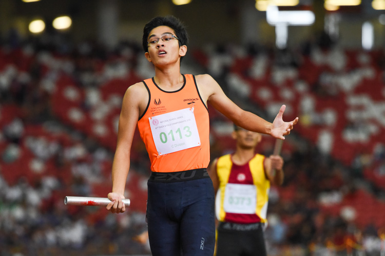 Zach Chia anchors SSP to the C Division boys' 4x400m relay gold, while Victoria School finished in second. (Photo 1 © Iman Hashim/Red Sports)