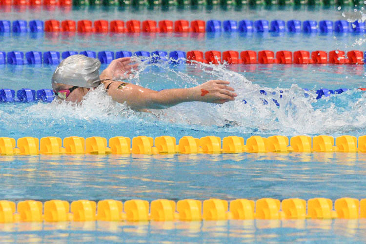 Natalie Ho of MGS on the butterfly leg of the B Division girls' 200m Medley Relay final, helping her team edge out RGS to the gold in 1:59.11. (Photo 1 © Iman Hashim/Red Sports)