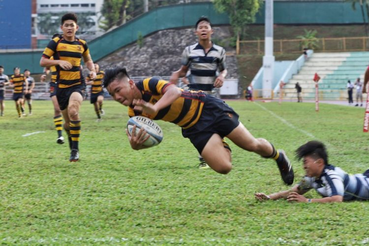 #14 ACS winger Kaylen Chin touches down for ACS first try.