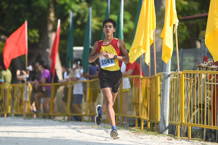 HCI's Joshua Rajendran (#1041), the track 3000m steeplechase silver medalist, finished second in the Boys' A Division cross country race with a time of 16:23.4. It is his third consecutive second-placing in the annual National Schools cross country. (Photo 1 © Iman Hashim/Red Sports)