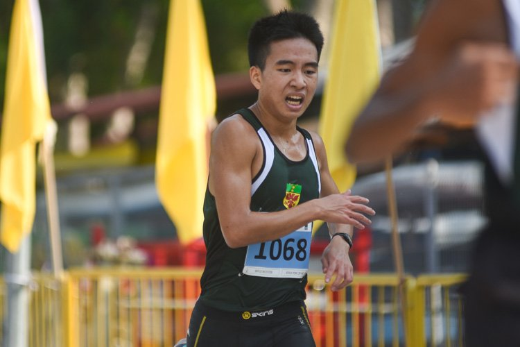RI's Joshua Yong (#1068) finished sixth in the Boys' A Division cross country race with a time of 16:51.0. (Photo 1 © Iman Hashim/Red Sports)