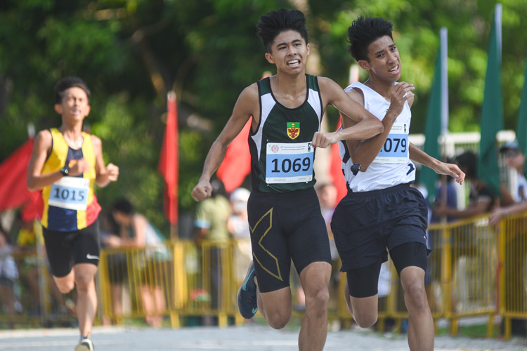 SAJC's Zechariah Low (#1079) finished ninth while RI's Tan Jian Wei (#1069) finished 10th in the Boys' A Division cross country race with times of 17:04.2 and 17:04.4 respectively. (Photo 1 © Iman Hashim/Red Sports)
