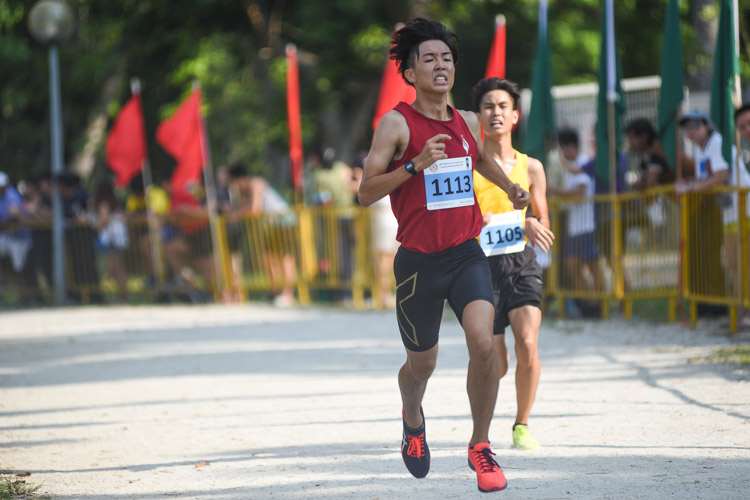 YIJC's Darren Tan (#1113) finished 18th in the Boys' A Division cross country race with a time of 17:23.5. (Photo 1 © Iman Hashim/Red Sports)