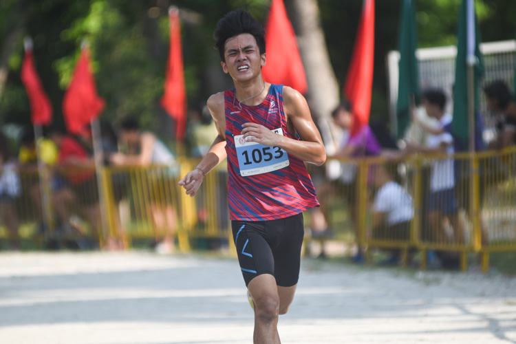 MI's Aldrich Goh (#1053) finished 20th in the Boys' A Division cross country race with a time of 17:28.3. (Photo 1 © Iman Hashim/Red Sports)