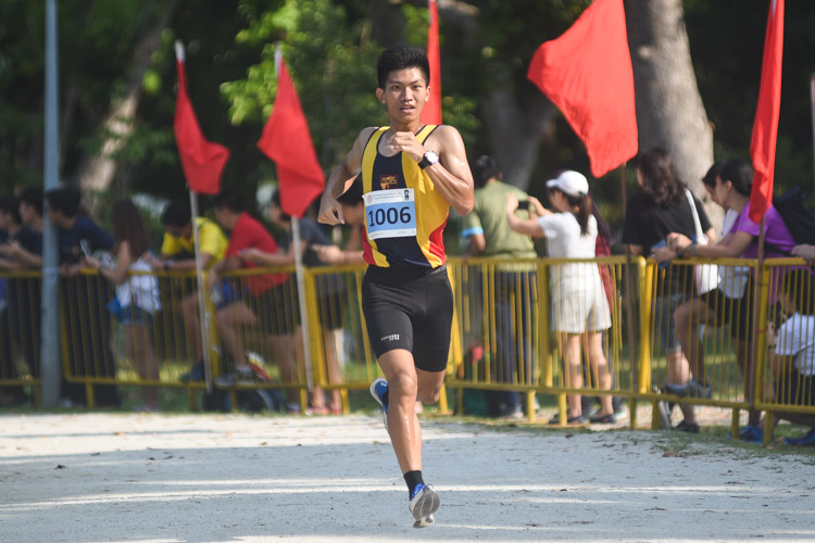 ACJC's Chen Zhao (#1006) finished 21st in the Boys' A Division cross country race with a time of 17:32.1. (Photo 1 © Iman Hashim/Red Sports)