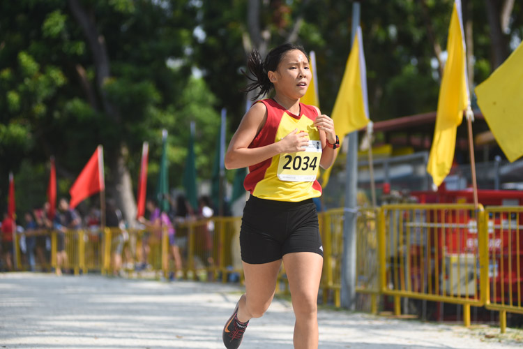 HCI's Vera Wah (#2034), the track 1500m champion, finished first in the Girls' A Division cross country race with a time of 15:21.1, leading a 1-2-4-5 finish for HCI. (Photo 1 © Iman Hashim/Red Sports)