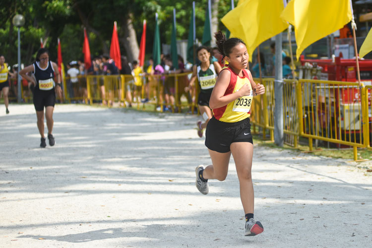 HCI's Shawna Tay (#2038) finished 10th in the Girls' A Division cross country race with a time of 17:11.8. (Photo 1 © Iman Hashim/Red Sports)