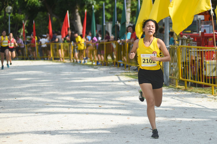 VJC's Amanda Wong (#2102) finished 12th in the Girls' A Division cross country race with a time of 17:16.2. (Photo 1 © Iman Hashim/Red Sports)