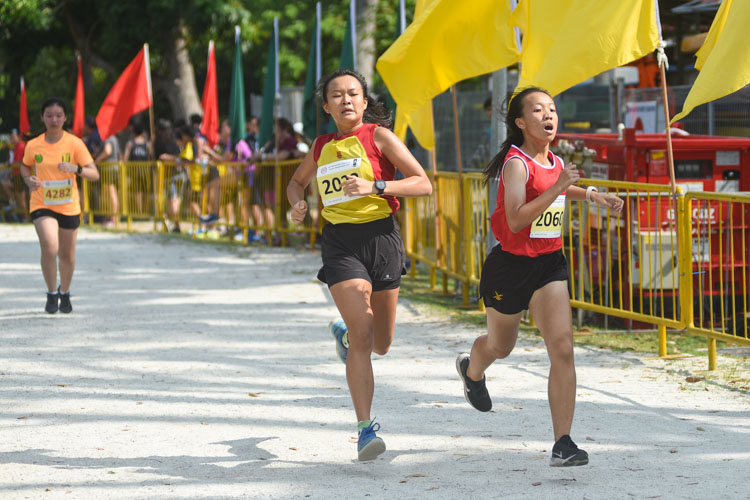 NJC's Shirley Tan (#2060) and HCI's Charlene Lim (#2033) finished 14th and 15th in the Girls' A Division cross country race with times of 17:21.2 and 17:21.3 respectively. (Photo 1 © Iman Hashim/Red Sports)