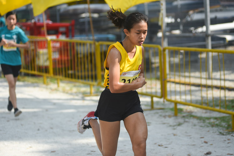 VJC's Ang Jia Yi (#2106) finished 19th in the Girls' A Division cross country race with a time of 17:44.1. (Photo 1 © Iman Hashim/Red Sports)