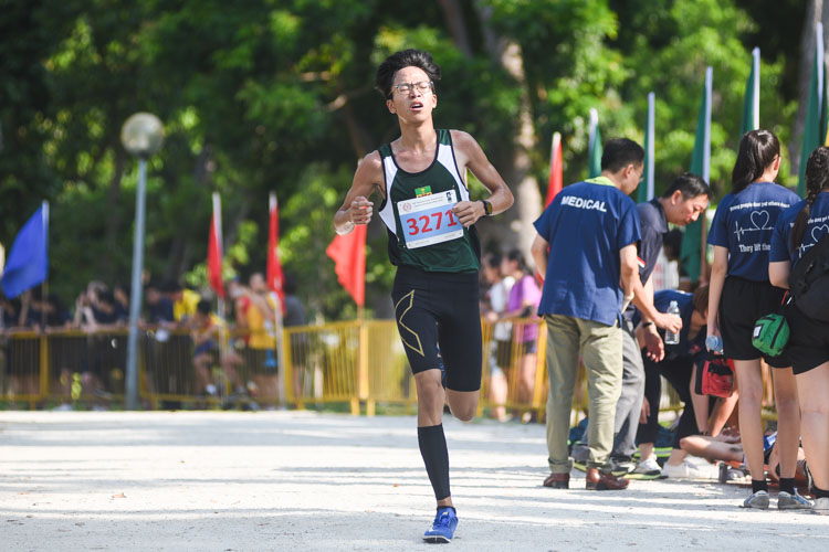 RI's Chai Jiacheng, the recent track 3000m champion, defended his individual title in the Boys' B Division cross country race with a time of 16:49.9. (Photo 1 © Iman Hashim/Red Sports)