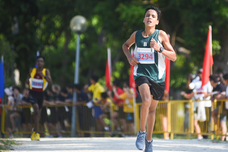SJI's Martin Patrick Inglin finished fourth in the Boys' B Division cross country race with a time of 17:25.5. (Photo 1 © Iman Hashim/Red Sports)