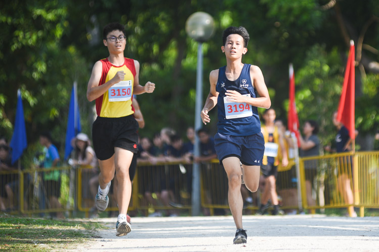 Nan Chiau High School's Jovan Tan (#3194) finished sixth in the Boys' B Division cross country race with a time of 17:35.7. (Photo 1 © Iman Hashim/Red Sports)