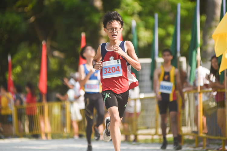 Nan Hua High's Lim Wei Feng (#3204) finished 11th in the Boys' B Division cross country race with a time of 17:47.8. (Photo 1 © Iman Hashim/Red Sports)