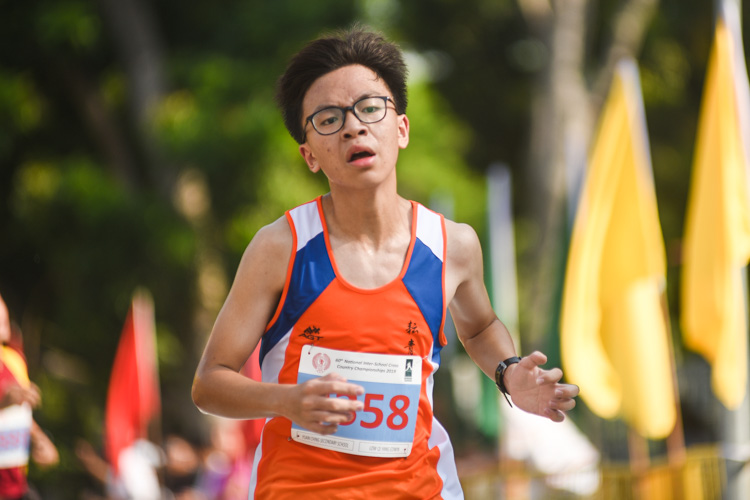 Yuan Ching Secondary's Edwin Low (#3358) finished 19th in the Boys' B Division cross country race with a time of 18:02.4. (Photo 1 © Iman Hashim/Red Sports)