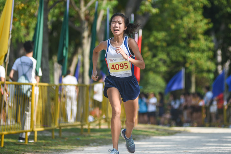 Dunman High's Enastasia Koh finished third in the Girls' B Division cross country race with a time of 16:15.8. (Photo 1 © Iman Hashim/Red Sports)