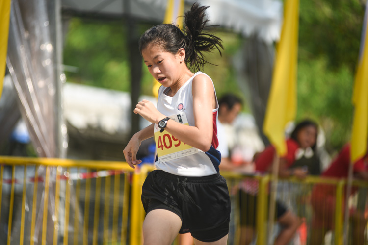 Dunman High's Brina Goh finished fourth in the Girls' B Division cross country race with a time of 16:25.6. (Photo 1 © Iman Hashim/Red Sports)