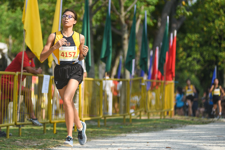Methodist Girls' Ooi Zhewei finished sixth in the Girls' B Division cross country race with a time of 16:31.4, leading MGS to the team title. (Photo 1 © Iman Hashim/Red Sports)