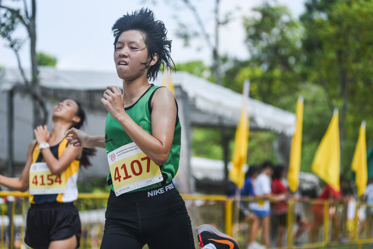 Gan Eng Seng School's Vivi Yeo (#4107) finished 13th in the Girls' B Division cross country race with a time of 16:42.2. (Photo 1 © Iman Hashim/Red Sports)