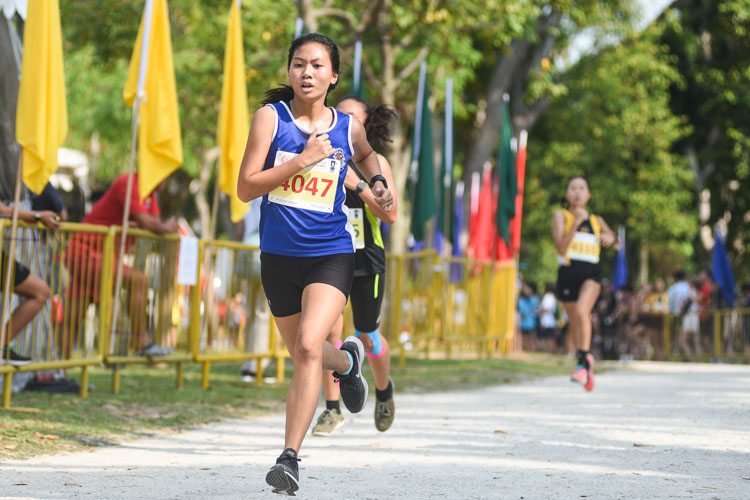 CHIJ (Toa Payoh)'s Erika Chuah (#4047) finished 14th in the Girls' B Division cross country race with a time of 17:00.6. (Photo 1 © Iman Hashim/Red Sports)
