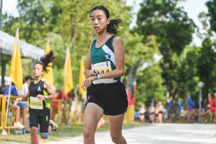 Naomi Ng (#4244) of RGS finished 15th in the Girls' B Division cross country race with a time of 17:01.3. (Photo 1 © Iman Hashim/Red Sports)