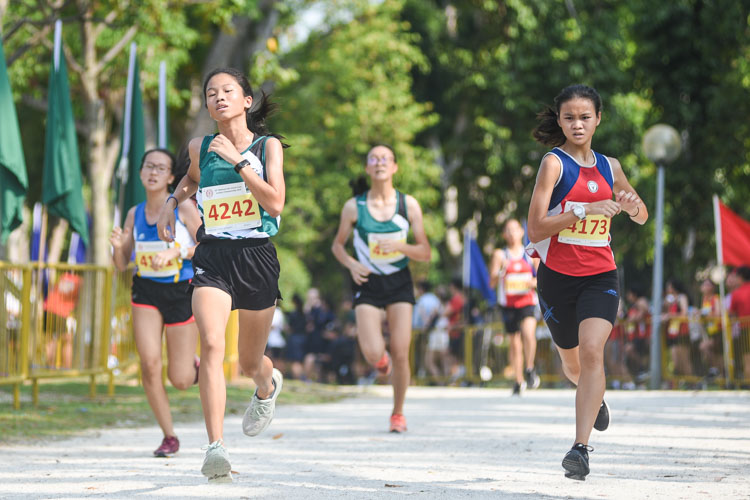 Ng Kai Yi (#4242) of RGS finished 17th in the Girls' B Division cross country race with a time of 17:09.3, while Shannon Wong (#4173) of Nan Hua High finished 18th in 17:09.5. (Photo 1 © Iman Hashim/Red Sports)