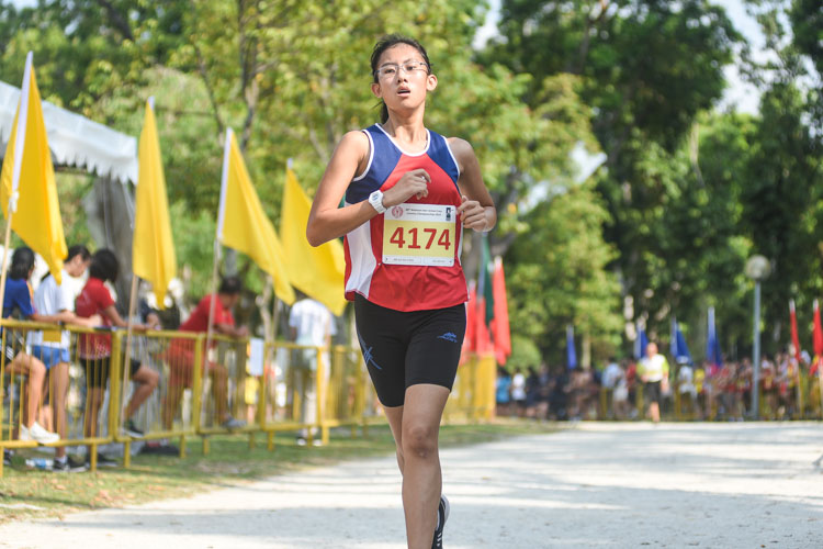Hoe Shien Hui of Nan Hua High finished 21st in the Girls' B Division cross country race with a time of 17:14.4. (Photo 1 © Iman Hashim/Red Sports)