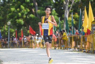 Ferrell Lee, who dropped out mid-race in the recent National Schools Track 3000m final, emerged the champion in the Boys' C Division cross country race with a time of 13:36.8, leading ACS(I) to the team title. (Photo 1 © Iman Hashim/Red Sports)