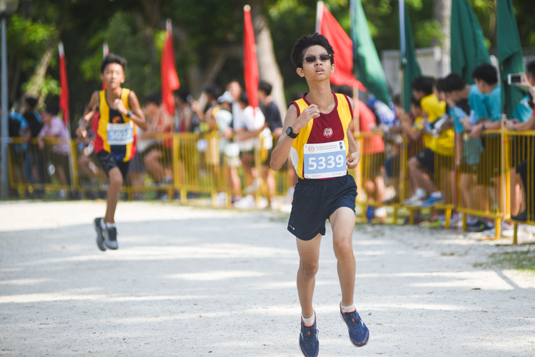 VS's Hayden Koh (#5339) finished 14th in the Boys' C Division cross country race with a time of 14:36.2. (Photo 1 © Iman Hashim/Red Sports)