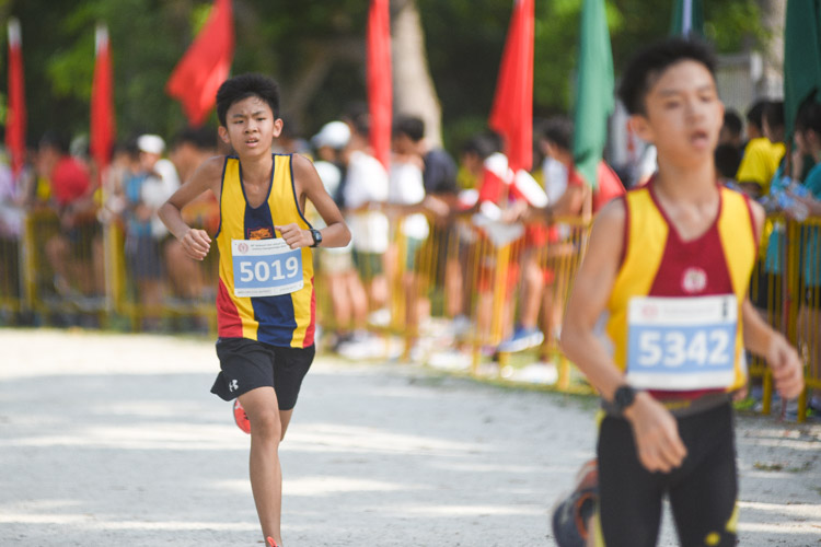 ACS(I)'s Kyle Seow (#5019) finished 18th in the Boys' C Division cross country race with a time of 14:56.0. (Photo 1 © Iman Hashim/Red Sports)