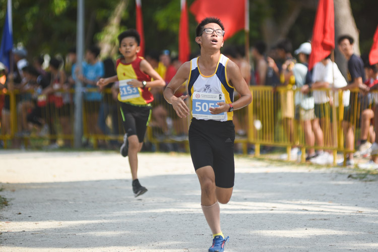 Catholic High's Theodore Zhou (#5057) finished 20th in the Boys' C Division cross country race with a time of 15:02.9. (Photo 1 © Iman Hashim/Red Sports)