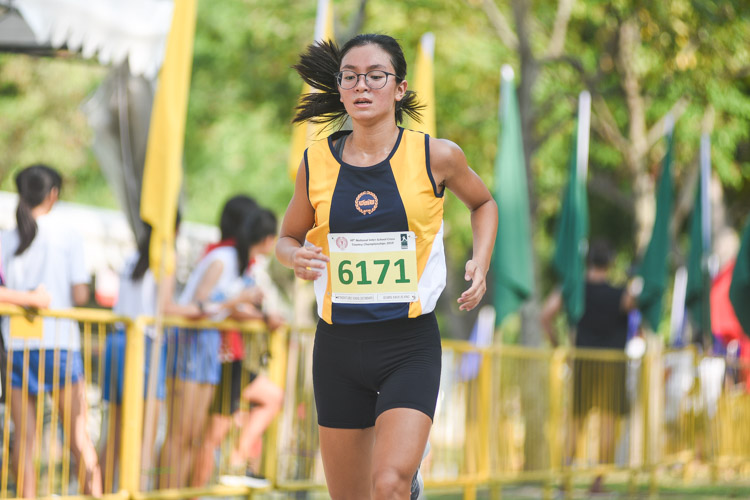 Jessiree Kwok of MGS finished fifth in the Girls' C Division cross country race with a time of 17:08.7, helping her school clinch the team title. (Photo 1 © Iman Hashim/Red Sports)