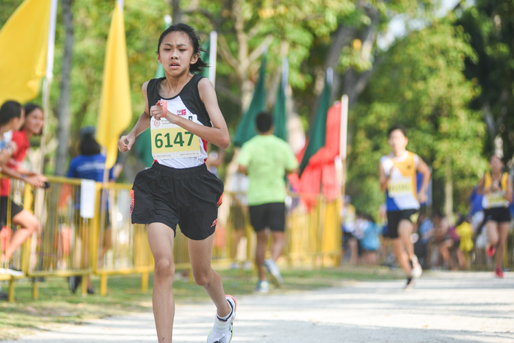 Jurong Secondary's Natalie Yong (#6147) finished 14th in the Girls' C Division cross country race with a time of 17:33.3. (Photo 1 © Iman Hashim/Red Sports)