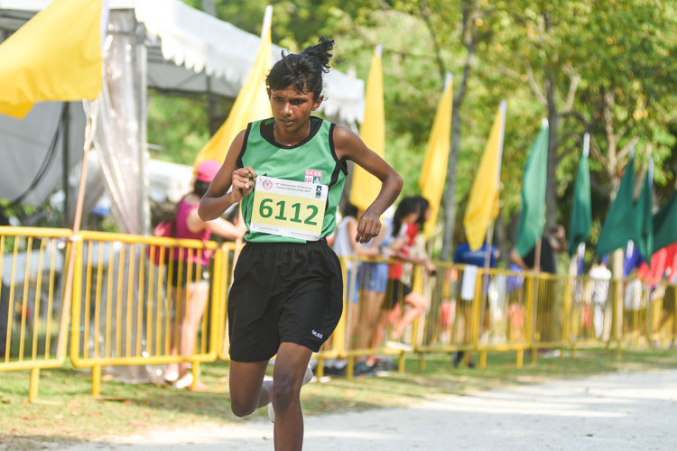 Gan Eng Seng School's Drisana Muruganantham finished 19th in the Girls' C Division cross country race with a time of 17:49.3. (Photo 1 © Iman Hashim/Red Sports)