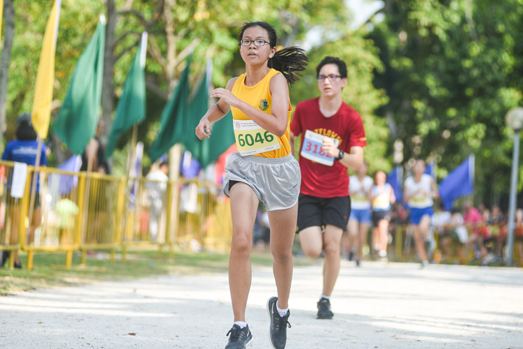 Cedar Girls' Alexandra Ng (#6046) finished 20th in the Girls' C Division cross country race with a time of 17:52.3. (Photo 1 © Iman Hashim/Red Sports)