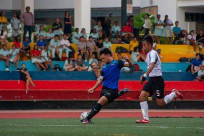 Louis Joel Chng (MI #14) takes a shot right outside the penalty box, with Zavier Wu (HCI #5) racing back hoping to block the shot. (Photo 1 © REDintern Jordan Lim)